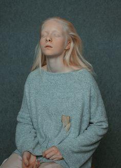 Annamária Mikulik. Brooch: nature - fake illusions, 2015. Silver, plastic, textile. 5 x 8 x 2 cm