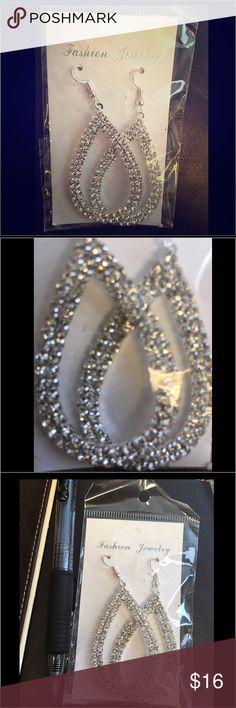 NWT🌟 New Rhinestone 💎earrings faux diamonds 💎 NWT🌟 New Rhinestone 💎earrings faux diamonds 💎  gorgeous very sparkly and glamorous look 👀 sexy shine 😍💋❤️ hook earrings dangle earrings Fashion Jewelry Earrings