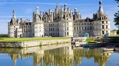 See majestic Loire Valley castles on a full-day private tour from Paris! With a whole day to spend in the UNESCO World Heritage-listed Loire Valley region with a local guide, you'll see the best of the many castles that make region famous. France Wallpaper, City Wallpaper, Places To Travel, Places To See, Chambord Castle, Private Banking, Cheverny, Day Trip From Paris, Loire Valley