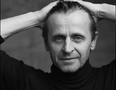 Mikhail Baryshnikov by Annie Leibovitz Romanian dad, Estonian Jewish mom, Fabulous dancer in his prime.and has done much for ballet and jazz dance in the USA Annie Leibovitz Portraits, Annie Leibovitz Photography, Connecticut, Martin Parr, Kino Movie, Beautiful Men, Beautiful People, David Lachapelle, Mikhail Baryshnikov