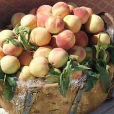 Sicilian white peaches at market