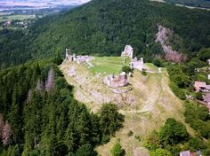 Zřícenina hradu Lichnice nedaleko Seče Arial view of the fortress Lichnice, CZ Palaces, Czech Republic, Castles, Places To See, Monument Valley, Dolores Park, Travel, Beautiful, Bohemia
