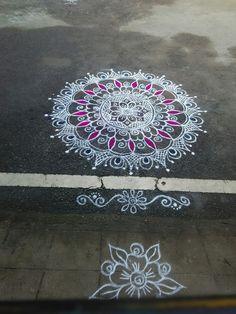 Rangoli Borders, Rangoli Border Designs, Colorful Rangoli Designs, Rangoli Designs Diwali, Beautiful Rangoli Designs, Rangoli Ideas, Simple Rangoli, Rangoli Colours, Padi Kolam