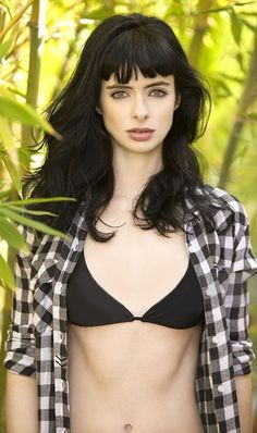 Actress Krysten Ritter poses for a portrait session in Los Angeles for Maxim. Krysten Ritter Bikini, Krysten Alyce Ritter, Hairstyles With Bangs, Pretty Hairstyles, Krystin Ritter, Hollywood Girls, Trucks And Girls, Jessica Jones, Instagram Girls