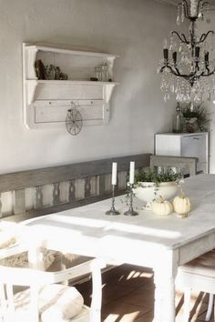 so JDL....rustic..simple...elegant...wish i could pull it off in my formal dining room...sigh...