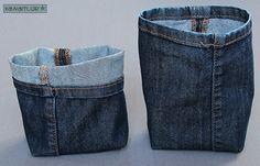 Ich habe gestern noch schnell zwei kleine Mini-Utensilos aus meiner alten Jeans genäht (hatte ich hier  schon mit einer Hose von meinem Sohn...
