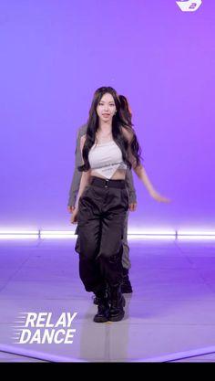 Girl Dance Video, Hip Hop Dance Videos, Dance Moms Videos, Dance Music Videos, Dance Choreography Videos, Indie Pop Music, K Pop Music, Black Pink Songs, Black Pink Kpop