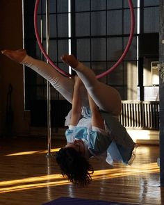 Kade is back for one class only!!! Join her Thursday October 19th at 7pm for Lyra/Aerial Hoop 101! (Photo by @saintevenphotos ) #aerialhoop #lyra #aerialhoopclass #lyraclass #lyra101 #aerialhoop101 #aerialist #circus #invert #strong #strength #fitness #cleveland #cle #clevelandexoticdance #ced