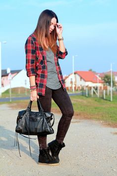 Cashmere in Style : Laid-back: plaid shirt & sneakers (Mariann Mezo)