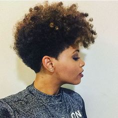 Tapered natural hairstyles is perfect for women who want a short haircut. Find and save ideas about Tapered afro hair Kinky Curly Hair, Curly Hair Styles, Natural Hair Styles, Hairstyles For Afro Hair, Tapered Natural Hair, Tapered Twa, Pelo Afro, Cut Life, Cooler Look