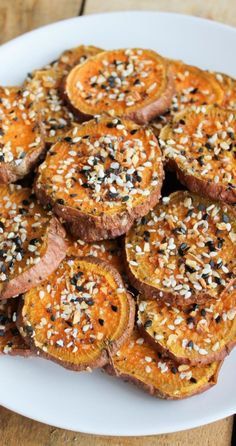 Everything Bagel Sweet Potato Rounds combine the flavor of everything bagels with sweet potato fries! Let's talk about two things I love: sweet potato rounds and Trader Joe's. Whole Food Recipes, Cooking Recipes, Steak Recipes, Family Recipes, Easy Cooking, Fish Recipes, Crockpot Recipes, Chicken Recipes, Eat Better