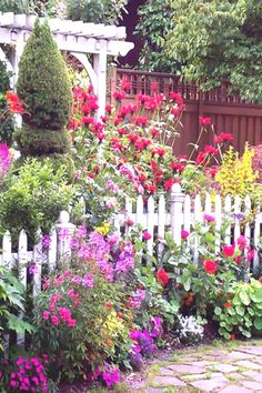 66 Awesome Diy Garden Path Designs You Can Bulid To Complete Your Gardens. Here are the Diy Garden Path Designs You Can Bulid To Complete Your Gardens. This post about Diy Garden Path Small Cottage Garden Ideas, Cottage Garden Design, Flower Garden Design, Backyard Cottage, Cottage Front Garden, Amazing Gardens, Beautiful Gardens, Beautiful Flowers Garden, Front Yard Landscaping