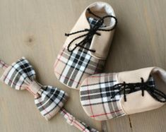 Baby boy gift set shoes and bow tie brown by MartBabyAccessories