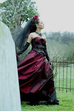 Google Image Result for http://3.bp.blogspot.com/-3IXtfpUha0k/TVNeIdIcjOI/AAAAAAAAAV4/vQuX-d48Zcw/s1600/Gothic_Wedding_Gowns.jpg