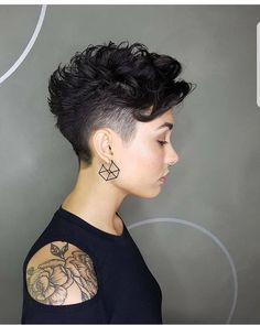 A well styled curly pixie cut is one of cutest haircuts around. Pixie hairstyles blew up around the time Twiggy, iconic model of the sixties, chopped off her hair. Pixie Cut Curly Hair, Curly Undercut, Short Curly Pixie, Curly Pixie Hairstyles, Short Curly Haircuts, Undercut Hairstyles, Short Hair Cuts, Curly Hair Styles, Funky Haircuts