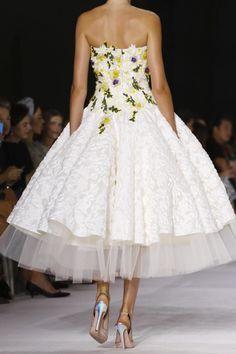 pdthousand:  Details at Giambattista Valli Fall 2014 Couture