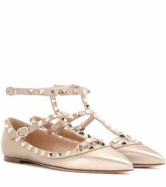 Valentino Garavani Ballerine Rockstud in pelle metallizzata Valentino Rockstud, Valentino Flats, Rockstud Shoes, Metallic Flats, Metallic Leather, Real Leather, Leather Ballet Shoes, Leather Flats, Flat Shoes