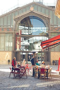 El Born Centre Cultural (CC), abans Mercat del Born, a Barcelona (Catalunya) El Born Barcelona, Barcelona Food, Barcelona Restaurants, Visit Barcelona, Barcelona Catalonia, Barcelona Travel, Magic Places, Places To Go, Begur Costa Brava