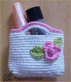 Pink Rose Crochet: Mini Bolsinha de Crochê com Receita Free Crochet Bag, Crochet Purse Patterns, Crochet Bunny Pattern, Crochet Tote, Crochet Handbags, Crochet Purses, Crochet For Kids, Crochet Crafts, Crochet Dolls