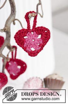 Gehaakte hartjes voor Valentijnsdag van DROPS Baby Merino. Gratis patronen van DROPS Design.