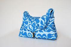 Het is er dan toch eindelijk van gekomen om het patroon van de Workshop tas online te zetten. Het is een simpele schoudertas die voor de wo...