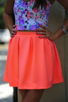 SHY Boutique: fashion outfit inspiration First Pleats Winner Skirt: Neon Coral Neon Skirt, Coral Skirt, I Love Fashion, Teen Fashion, Passion For Fashion, Female Fashion, Summer Outfits, Cute Outfits, Neon Outfits