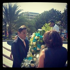 Ofrenda floral al Libertador Simón Bolívar de manos del Alcalde @VHFigueredo #Lecheria #21Aniversario - @lecheria- #webstagram
