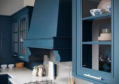 Каталог кухонь | BRISTOL BLUE | Кухни VIRS Bristol, Bathroom Lighting, Mirror, Blue, Furniture, Home Decor, Bathroom Light Fittings, Homemade Home Decor, Decoration Home