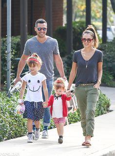 oculos Jessica Alba Enjoys Some Crazy-Cute Family Time