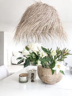 Straw lamp Vase, Interior Design, Flowers, Home Decor, Beach, Nest Design, Decoration Home, Home Interior Design, Room Decor