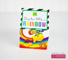 St. Patrick's Day Free printable :: Taste the Rainbow goldfish cracker bag topper