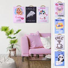 Egy aranyos kis dekortábla szinte bárhol megállja a helyét: akaszd ki a nappaliba, a konyhába, a gyerekszobába, vagy dekoráld vele üzleted, hogy még otthonosabb környezetben fogadhasd vendégeid! Gallery Wall, Frame, Home Decor, Picture Frame, Decoration Home, Room Decor, Frames, Home Interior Design, Home Decoration