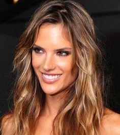 Resultados da Pesquisa de imagens do Google para http://adrianeboneck.com.br/wp-content/uploads/2009/10/cabelo-luzes-alessandra-ambrosio-gloss.jpg