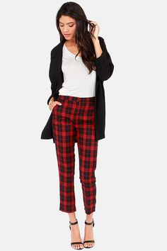 We'd like to introduce you to our lovely new friend: the You Plaid Me at Hello Cropped Black and Red Plaid Pants! Red and black plaid fabric has hints of navy blue. Red Plaid Pants, Checkered Trousers, Plaid Pants Outfit, Trouser Outfits, Red And Black Plaid, Karohosen Outfit, Outfit Ideas, Checker Pants, Pants For Women