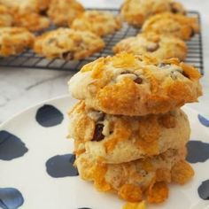 This classic Cornflake Biscuit recipe is easy to make and can also be made using a Thermomix too. It makes 24 good sized biscuits, the perfect lunchbox snack! Lunch Box Recipes, Great Recipes, Breakfast Recipes, Cookie Recipes, Dessert Recipes, Desserts, Dessert Spoons, Biscuit Recipe, Tray Bakes