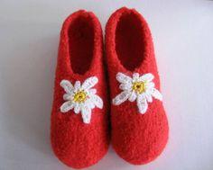 Hausschuhe - EL BURRO Filzschuhe Hausschuhe Puschen rot weiß - ein Designerstück von maxl bei DaWanda