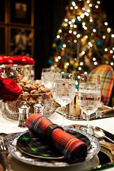 A traditional plaid Christmas tablescape using plaid table accessories is a very popular style in this country. Merry Christmas, Tartan Christmas, Winter Christmas, Christmas Holidays, Christmas Napkins, Christmas Lights, Happy Holidays, English Christmas, Christmas Place