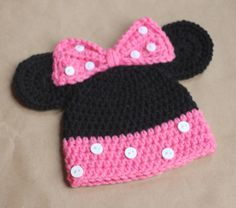 Repeat Crafter Me: Mickey and Minnie Mouse Crochet Hat Pattern... perfect for my Minnie-loving niece!