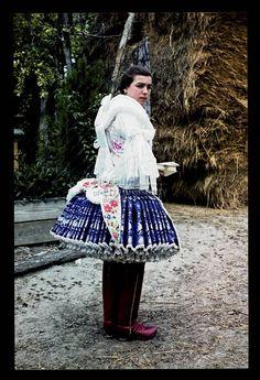 From Bart, NHA Néprajzi Múzeum | Online Gyűjtemények - Etnológiai Archívum, Diapozitív-gyűjtemény Steve Mccurry, Folk Costume, Costumes, Capital Of Hungary, Padron, Hungarian Embroidery, Red Boots, Central Europe, Fashion History