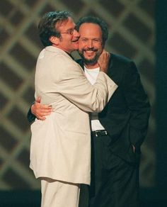 Robin Williams hugging Billy Crystal during HBO's comic relief 8, June 14 1998 in New York (Suzanne Plunkett/AP)