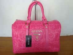 Pink Guess Bag :: i dont like pink but this purse us pretty nice Guess Handbags, Pink Handbags, Purses And Handbags, Pink Purses, Guess Purses, Guess Bags, Green Purse, Types Of Bag, Sachets