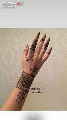 Henna Flower Designs, Pretty Henna Designs, Modern Henna Designs, Finger Henna Designs, Arabic Henna Designs, Mehndi Designs For Girls, Mehndi Designs For Fingers, Khafif Mehndi Design, Mehndi Design Pictures