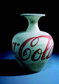 ai wei wei - Coca Cola Vase, vase from the Tang Dynasty and paint, 24 x Coca Cola, Wei Wei, Ai Weiwei, Arte Popular, Art Object, Chinese Art, Chinese Food, Installation Art, Sculpture Art