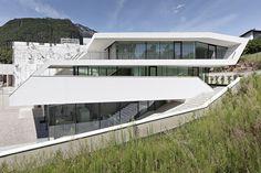 Giacomuzzi Commercial Building / monovolume architecture + design