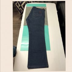 """7 for all Mankind A Pocket Boot Size 38 ️Style: """"A"""" Pocket Boot ️Size:38️️inseam: 30rise:10""""️️waist across top laying flat: 19""""closure: zipper2% elastane️color: silver blue /gray️condition: like new/excellent 7 for all Mankind Jeans"""
