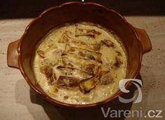 Kuřecí prsa zapečená s cibulí, hermelínem a smetanou - dobrůtka.