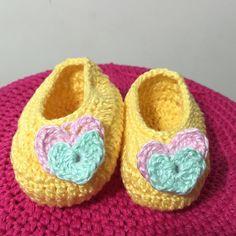 Muito amor! #crochet #baby #bebe #sapatinho #handmade #feitoamao #arte #demaeprafilha #love #instalove #instacrochet by atelierdemaeprafilha
