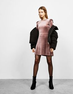 Kolları volanlı kadife elbise - Yeni - Bershka Turkey