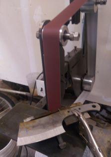 How to make a DIY 2x72 knife making belt sander. www.DIYeasycrafts.com Survival Knife, Garage Workshop Organization, Garage Tool Storage, Diy Workshop, Garage Workbench, Homemade Tools, Diy Tools, Diy Belt Sander, Belt Grinder Plans
