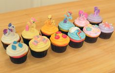 My Little Pony cupcakes (^_^) by Rosanna Pansino - Nerdy Nummies on YouTube - check out the Cutie Mark apron she's wearing, isn't it adorbs?? (Psst.. that's an apron from my etsy shop). <3